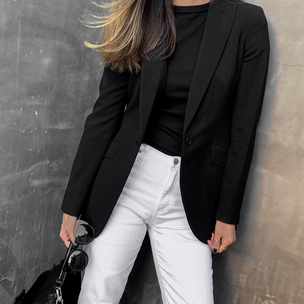 classic wardrobe staples to elevate your spring wardrobe by lolario style, white jeans with blazer | lolariostyle.com
