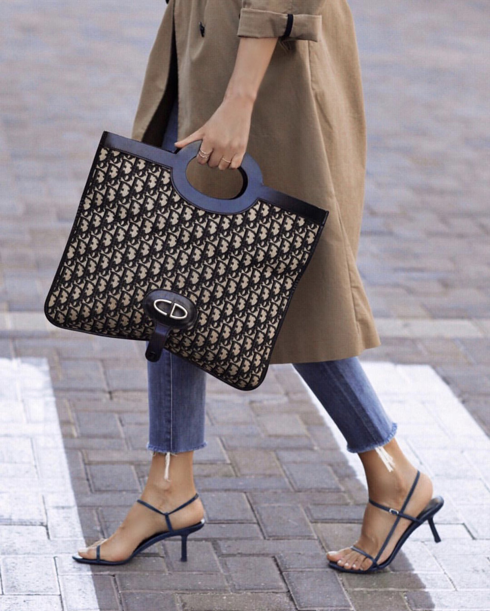 The only bags worth investing in, dior tote bag, lolario style blogger wearing dior bag | lolariostyle.com
