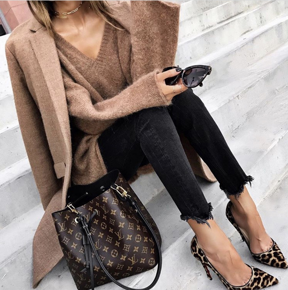 shoes every woman needs, chic leopard pumps, leopard pump outfit | lolariostyle.com
