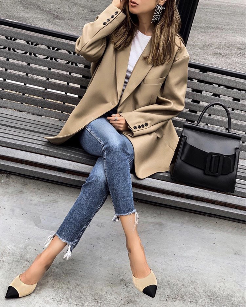 color combinations to wear, beige oversized blazer, beige and white outfit | lolario style
