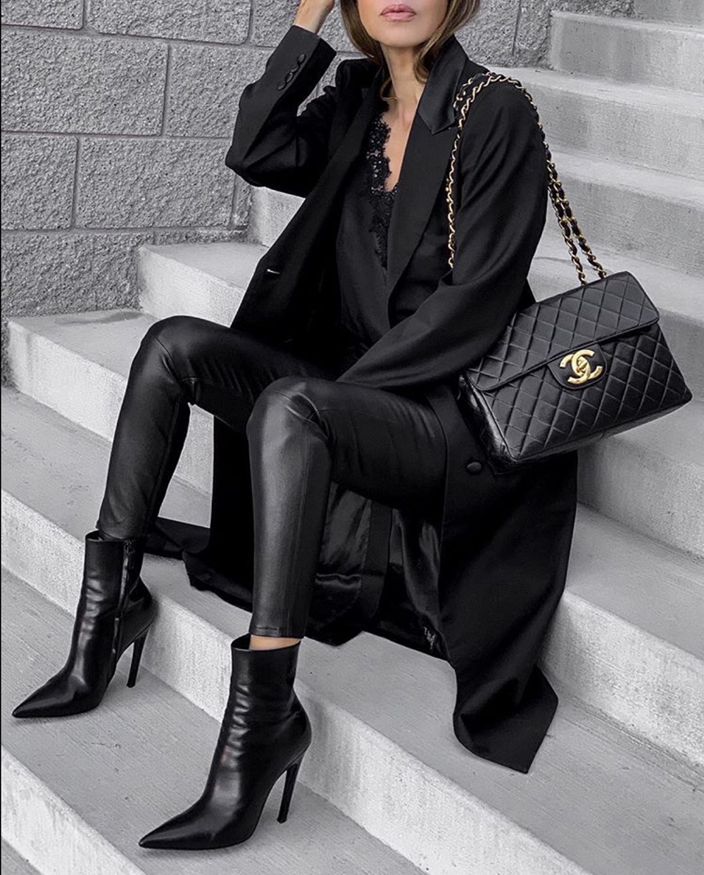 How to Dress Up An All Black Outfit, chic all black outfit, black trench coat | lolario style