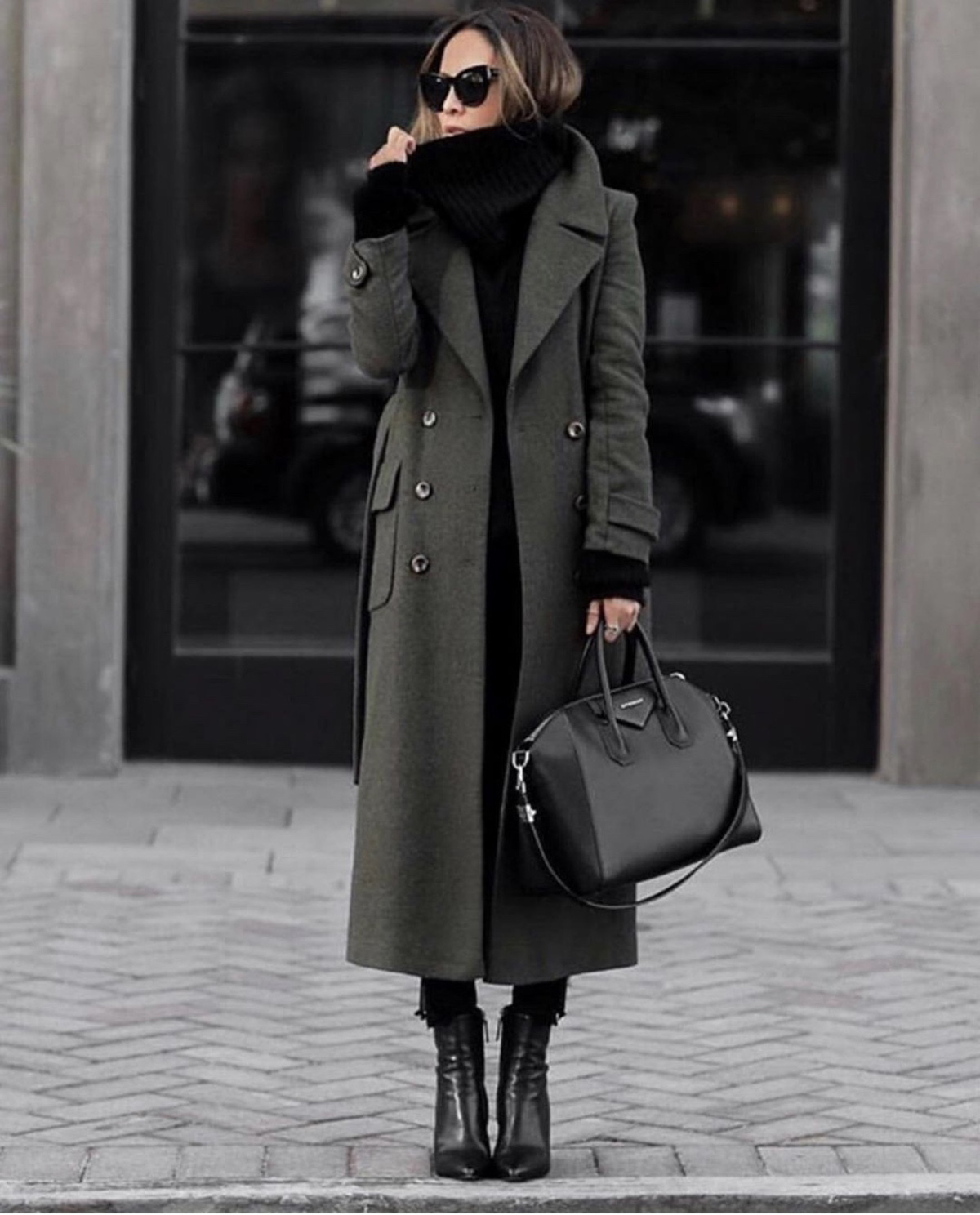 military coat for women, stylish military coat, fall outfit inspiration by lolario style | lolariostyle.com