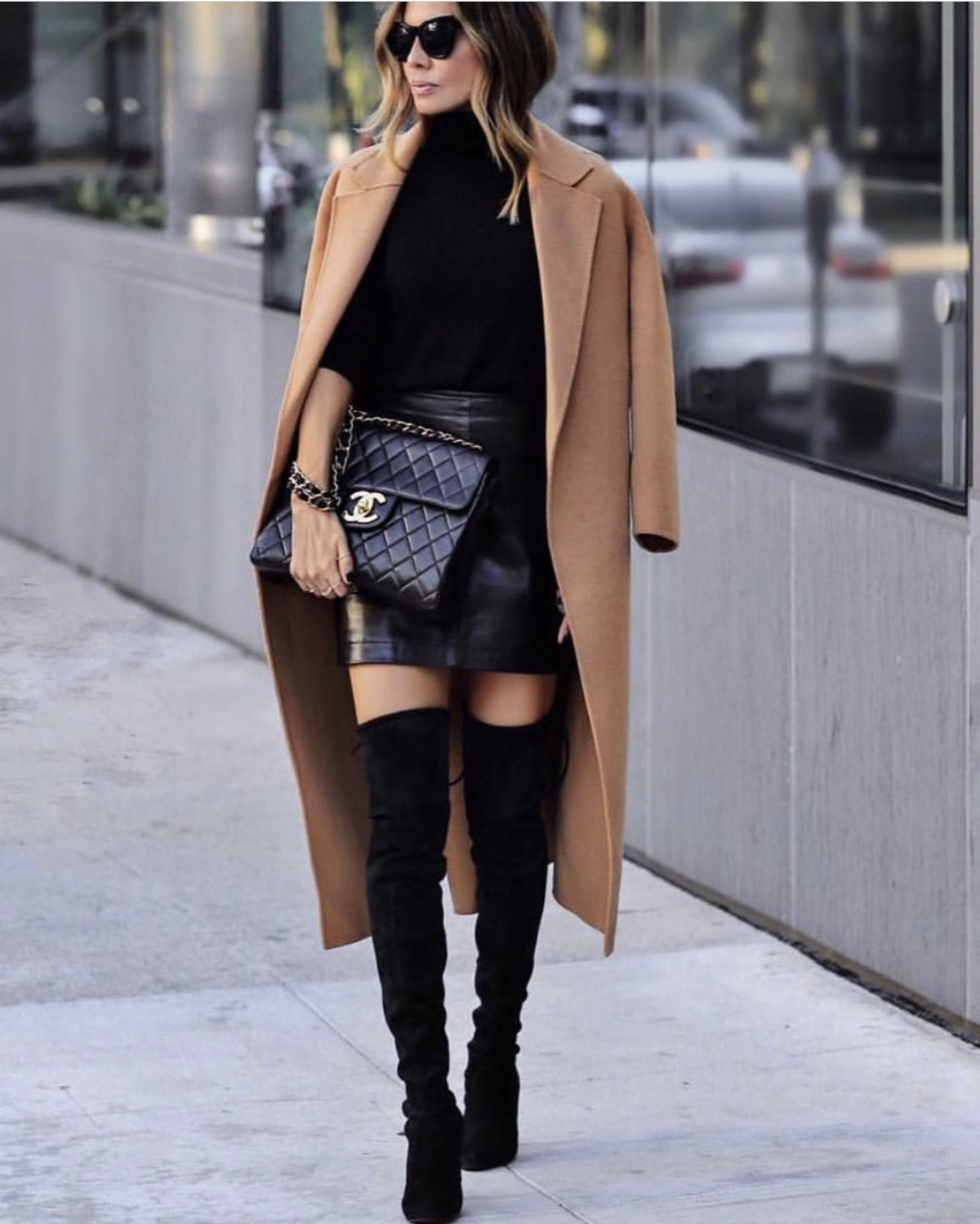 fashion blogger lolario style dresses up in stylish thanksgiving outfits featuring an all black outfit and camel coat | lolariostyle.com